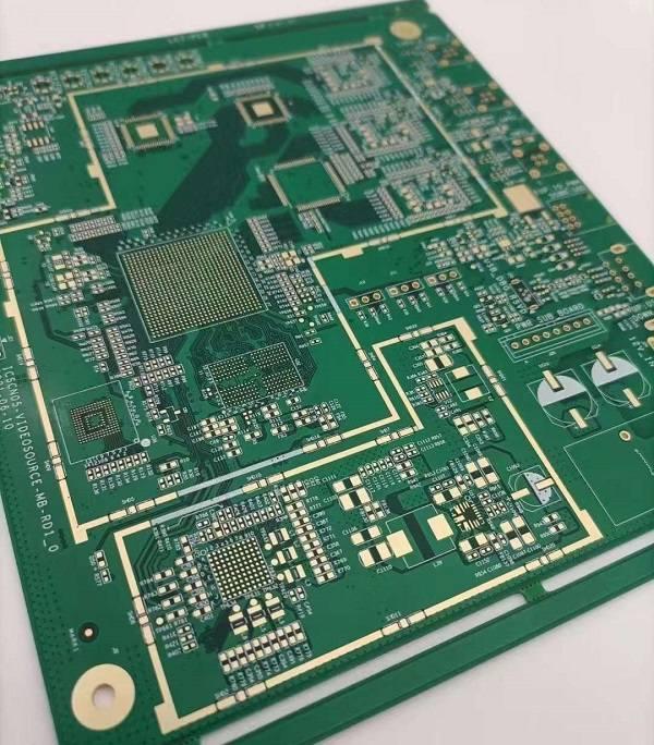 Rogers PCB 与 FR4 PCB区别